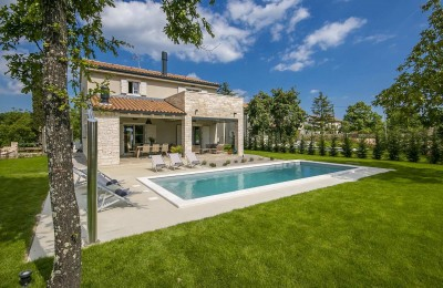 Stone villa with swimming pool in central Istria